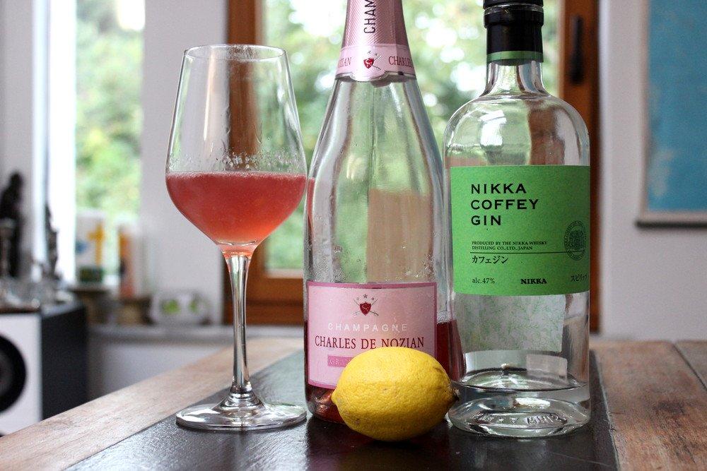 Netto Champagner Charles de Nozian Rosé als French 75 mit Nikka Coffey Gin